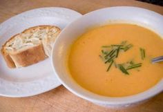 Potage aux carottes rôties, croutons au fromage de chèvre