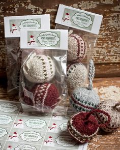 Knitted Christmas Bobbles... a project for all my scrap yarn?