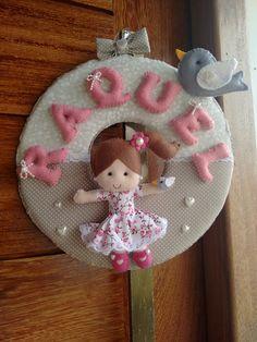 Boneca de feltro, passarinho, enfeite de porta