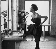 Dorian Leigh by Richard Avedon - 1949