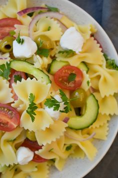 Summer Greek Pasta Salad (vegan recipe) Full of the flavours of Greece, this salad will transport you to sunny place with it's fresh flavours and zing salad dressing. Greek Salad Pasta, Summer Pasta Salad, Summer Salads, Greek Recipes, Vegan Recipes, Eat Greek, Side Dish Recipes, Side Dishes, Easy Family Meals