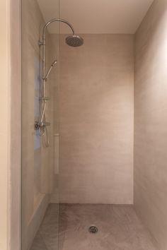 Toilet, Bathtub, Bathroom, Standing Bath, Washroom, Flush Toilet, Bath Tub, Bathrooms, Litter Box