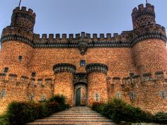 CASTLES OF SPAIN - Castle of los Mendoza, is a palace-fortress erected in the 15th century in the town of Manzanares el Real (Community of Madrid, Spain), next to the Santillana reservoir at the foot of Sierra de Guadarrama. Its construction began in 1475 on a Romanesque-Mudéjar hermitage. It was raised on the river Manzanares, as a residential palace of the House of Mendoza.