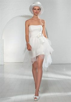 Valentini Spose  EGO' E0431  Silhouette: Princess Neckline: Strapless Waist: Princess Gown Length: Floor, Short Sleeve Length: Sleeveless Train Style: Detachable Train Length: Semi-Cathedral Sleeve Style: Strapless Fabric: Tulle Embellishments: Brooch Color: Pink, brown, white, green Size: 0 - 20 Matching Elements: Matching Veil Price: $$$$