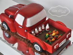 The vintage Truck cake by Nice Ribbon Atelier