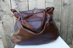 DIY - Upcycling an old leather coat into a leather bag!