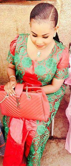 Malian Fashion bazin #Malifashion #Malianfashion #bazin #Africanfashion #Westafricanfashion #Mali #Bamako #malianwomenarebeautiful #dimancheabamako #mussoro #malianwedding #bazinriche #malianbride #lesmaliennesontbelles #lesafricainessontbelles #brodé #b African Wear, African Dress, African Fashion, Modem, Diy Fashion, Womens Fashion, Fashion Design, Barbers, Ankara Styles