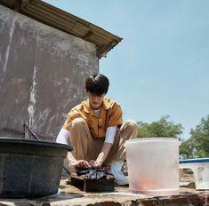 Jeno washed some clothes with his barehands :) Boy Photography Poses, Jeno Nct, Good Neighbor, Na Jaemin, Fandoms, K Idol, Ji Sung, Jisung Nct, Read News