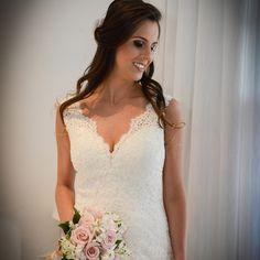 Essa é a Noiva Internovias do dia: Luane! Linda, não? Se você gostou, dê um like! 💕  .  .  .  Fornecedores   Vestido de noiva: Internovias   Maquiador: Duda Pavam   Decoração: Cerimonial Triuno   (Sara Bessa) - (@cerimonialtriuno)   Foto e video: Olharemfoco (@olharemfocoregistrodeamor)   Cerimonialista:R e M Cerimonial  .  .  #noivadainternovias #inspiração #internovias #vestidodenoiva #casamento #vestidosdenoivas #noivas #noiva #sonho #modanoiva #modacasamento #moda #fashion #voucasar…