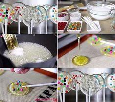 Malzemeler 1 su bardağı toz şeker 2 yemek kaşığı su Renkli süsleme şekerleri Şeker çubukları ya da dondurma çubuğu Yapımı: Şekeri tencereye alın, kısık ate.. Evde süslü şeker yapımı..