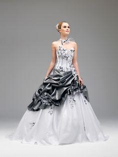 Avisée (Robes de mariée). Créateur: Annie Couture. ...