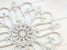 White Christmas/ Snowflake / Gift Idea / Wall Decor / Metal Wall Scroll / Outdoor Decor / Wall Medallion / Wall Hanging / Customize Colors on Etsy, €22,60