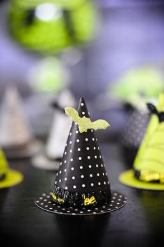 Mini witch hat with