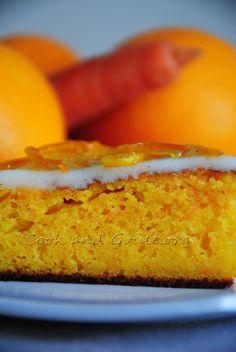 Gâteau moelleux aux carottes, à l'orange, parfumé à l'amande et à l'eau de fleur d'oranger