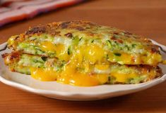 Recipe galette courgette cheddar ww - to accompany your dishes. - Recipe galette courgette cheddar ww, a delight to accompany all your dishes. a Weight Watchers reci - Zucchini Boat Recipes, Grilled Cheese Recipes, Zucchini Cheese, Recipe Zucchini, Zucchini Lasagna, Zucchini Boats, Zucchini Cake, Grilled Zucchini, Plats Weight Watchers