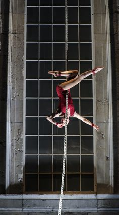 Lovely--red outfit and pointed toes on vertical rope.