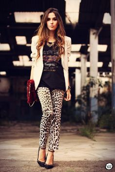 Animal prints are a trend that never go out of style because they rock when done right! Wear them as a neutral with a dark graphic T, light blazer to bring it all together and red textured clutch for that POP of color!
