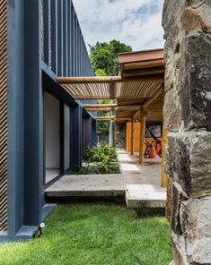 Hallway and Concrete Floor A series of covered bridges connect the bedrooms—that open up with glazed sliding doors—to the open-plan living areas. Photo 4 of 11 in This Budget-Conscious Bamboo House Is a Slice of Paradise Bridges Architecture, Tropical Architecture, Residential Architecture, Architecture Design, Home Design, Bamboo House Design, Design Exterior, Rio Grande Do Norte, Montpellier
