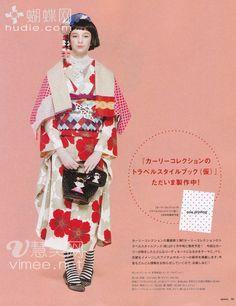 KIMONO * WORLD Yukata Kimono, Kimono Outfit, Kimono Fashion, Traditional Kimono, Traditional Fashion, Traditional Dresses, Modern Kimono, Summer Kimono, Kanzashi