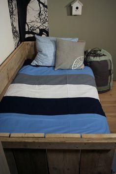villa d'Esta | interieur en wonen: Stoere jongens kamers in blauw met hout
