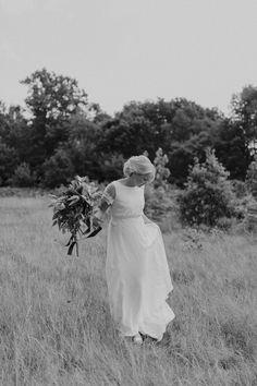 Lantligt augustibröllop, Stampens Kvarn Hjo — Bröllopsfotograf Emma Eriksson Girls Dresses, Flower Girl Dresses, White Dress, Wedding Dresses, Flowers, Photography, Dresses Of Girls, Bride Dresses, Dresses For Girls