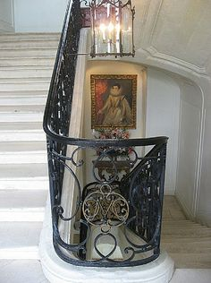 Wrought iron railing, very popular from the victorian era until the art nouveau period. NOTE: the monogram in the center. need this with an interchangeable 'ℋ' for all safety railings. Wrought Iron Staircase, Stair Railing, Railings, Château De Villandry, Art Deco Monogram, French Countryside, Victorian Era, France, Stairways