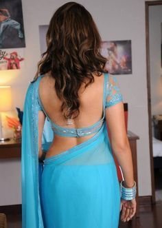 Please the Bhabhi ass in saree above told