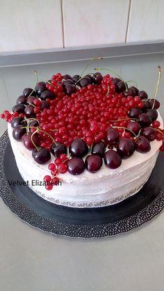 Tortička na dozvuky po svadbe.....čokoládové cesto...termixový čokoládový krém....višne....zdobená krémom mascarpone a čerstvé čerešne a ríbezle....--- cake for reverberations after wedding ..... chocolate dough ... termix chocolate cream .... sour cherries ... decorated with mascarpone cream and fresh cherries and currants ....