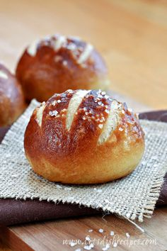 Oh my goodness friends! These Soft Pretzel Rolls are amazing and totally worth your time and effort in the kitchen. They have a chewy, golden outer crust and a soft center, just like a soft pretzel. Bagels, Pretzel Rolls, Pretzel Bun Recipe, Pretzel Roll Recipes, German Pretzel Roll Recipe, Biscuits, Bread And Pastries, Snacks, Gastronomia