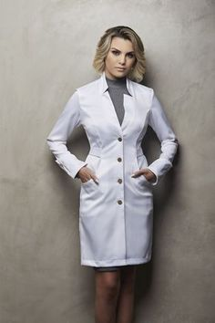 Doctor White Coat, Doctor Coat, White Lab Coat, Scrubs Outfit, Lab Coats, Medical Scrubs, Nursing Dress, Professional Outfits, Blouse Styles