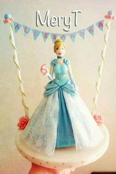 Cake topper Cenerentola in pasta di mais,porcelana Fria, cold porcelain