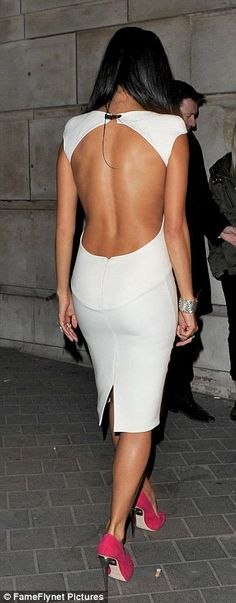 Great style of back dress, ulalaaa!
