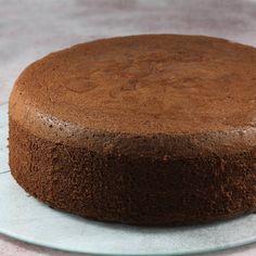 Najlepszy i sprawdzony przepis na idealny biszkopt czekoladowy. Jest wilgotny i super puszysty a do tego wyrasta bez użycia proszku do pieczenia. Szykowany z kakao, więc można go nazwać też biszkopt kakaowy. Baking Recipes, Recipies, Cakes, Cooking Recipes, Recipes, Food Recipes, Rezepte, Pastries, Torte