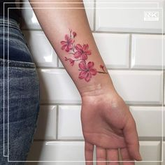 Best tattoos and artists from around the world. 🌷🌹🌺🌸🌼🌻 #color #colour #flowers #floral #tattoo #tatuaż #flower #kwiaty #poland #polska #kwiat #watercolor #tattooed #tattoo #floraltattoo #botanicaltattoo #flowertattoo #inkedwomen #tatuaż #polishflowers #polishtattooartist #wildflowers #colortattoo #delicatetattoo #bodyart #girlyink