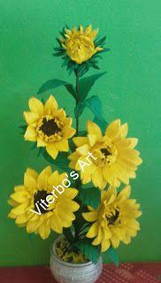 Flores em E.V.A. / PET / Meias de Seda: Girassol em e.v.a passo a passo Decorative Tile, Flower Crafts, Floral Arrangements, Flowers, Plants, Garden, Roof Tiles, Lima, Videos
