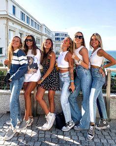 "17.1 mil Me gusta, 73 comentarios - Lucía Avendaño 🌹 (@luciaavfdez) en Instagram: ""daytrip w/ the girls 🤍 love u mucho.💕"""