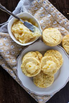 Aren't these the pretties little Cornmeal Biscuits you've ever seen? Love this recipe from @meliss446 of Wright Family Table.