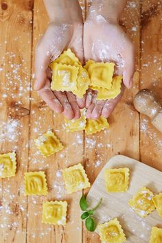 Make ravioli yourself? That& no problem with these 4 delicious recipes! - Make ravioli yourself: Simple and tasty recipes - Desserts For A Crowd, Food For A Crowd, Healthy Dessert Recipes, Appetizer Recipes, Healthy Snacks, Delicious Recipes, Mantu Recipe, Wassail Recipe, Pasta Casera