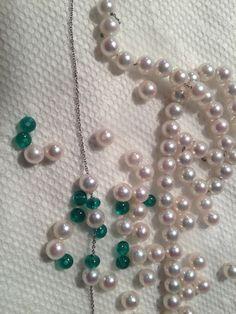 emeralds and pearls = beautiful combination esmeraldas y perlas = hermosa combinacion