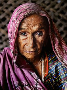 Old woman from India by Steve McCurry