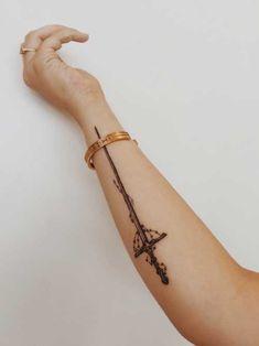 25 Tatuagens de Espadas Masculinas e Femininas