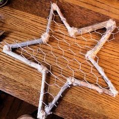 Hi there!! Today I'll be showing you the tutorial on how I made my rustic star tree topper! I shared this last week over at  Between U & Me ...