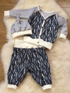 Sets - ♥ 3 tlg. Babyset gr.68 ♥ - ein Designerstück von Creative-Happiness bei DaWanda Baby Set, Baby Boy Outfits, Kids Outfits, Baby Harem Pants, Sewing Baby Clothes, Boys Wear, Stylish Baby, Baby Winter, Kid Styles