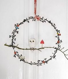 What a beautiful twig wreath, http://hative.com/diy-ideas-with-twigs-or-tree-branches/