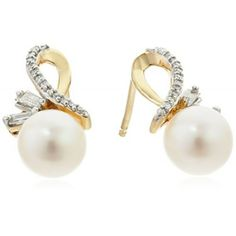 14k Yellow Gold Freshwater Cultured Pearl with Baguette Diamond Accent Stud Earrings (1/10cttw, I-J Color, I2-I3 Clarity)