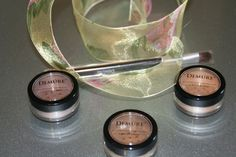 '4 pc.Demure Eye Shadow w. Brush' is going up for auction at 11am Sun, Aug 25 with a starting bid of $1.