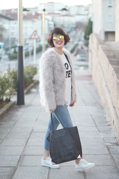 Gray faux fur coat from Oasap, with Alexander Wang tote prisma bag and pointed sneakers. Amazing round sunglasses from ZeroUV. Streetstyle by myblueberrynightsblog.com