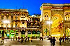 insegne luminose piazza Duomo Milano