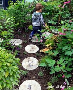 Hopscotch in the garden with DIY concrete stepping stones