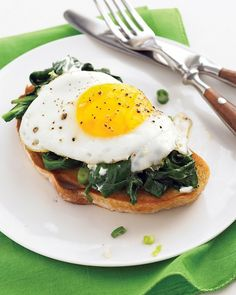 Easy Eggs Florentine with Baby Spinach and Goat Cheese. No need to wake up early to make a nice brunch: Spinach pairs with crumbled goat cheese instead of a complex sauce, and the eggs are quick-fried, not poached. Goat Cheese Recipes, Egg Recipes, Brunch Recipes, Breakfast Recipes, Dinner Recipes, Arugula Recipes, Cheese Food, Breakfast Options, Breakfast For Dinner